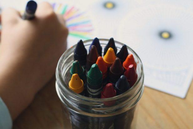 crayons-1024x683