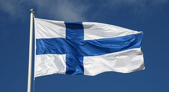 SuomenlippuLiehuu303Web